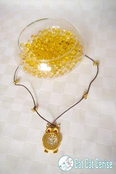"""Collar Sabiduría. Un lindo búho adornado con cristales y un """"reloj"""". #Buho #Collar #Reloj"""