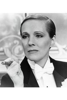 Julie Andrews dans Victor Victoria de Blake Edwards http://www.vogue.fr/mode/inspirations/diaporama/belles-en-smoking/4685/image/374632#julie-andrews-dans-victor-victoria-de-blake-edwards