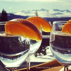 Fjellhytta interiør- og hytteblogg Vacation Memories, Alcoholic Drinks, Wine, Glass, Drinkware, Corning Glass, Liquor Drinks, Alcoholic Beverages, Liquor