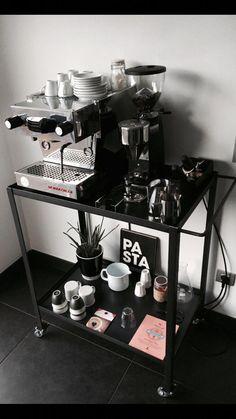 la marzocco linea mini - Home Bar Coffee Bar Home, Home Coffee Stations, Coffee Corner, Coffee Shop, Coffee Maker, Espresso Bar, Mini Cafeteria, Coin Café, Coffee Carts