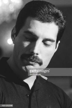Freddie Mercury of Queen, interview and photo session for 'Music Life' magazine, on the band's Hot Space Japan tour at a hotel in Fukuoka, Japan, 19 October It was the band's fifth visit to Japan. (Photo by Midori Tsukagoshi/ShinkoMusic/Getty Images) Freddie Mercury Quotes, Queen Freddie Mercury, King Of Queens, A Kind Of Magic, Roger Taylor, Queen Band, John Deacon, Killer Queen, Save The Queen