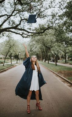// cap and gown ideas// graduation photos//graduation pictures// senior photographer//confetti blow/ Nursing Graduation Pictures, Graduation Picture Poses, College Graduation Pictures, Graduation Portraits, Graduation Photoshoot, Grad Pics, High School Graduation Picture Ideas, Graduation Ideas, Graduation Outfits