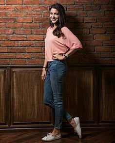 Casual College Outfits, Casual Dress Outfits, Summer Dress Outfits, Fashion Outfits, Vacation Outfits, Bollywood Girls, Bollywood Celebrities, Bollywood Fashion, Bollywood Outfits