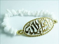 Pure and elegant! This white beaded gold plated Allah bracelet is the perfect accessory for the summer and really all year around! Price: $35.99 #allahjewelry #allahbracelet #islamicbracelet #muslimjewelry #allahcharmbracelet #arabicbracelet #arabicjewelry