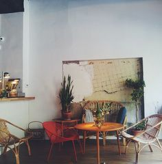 We love #Barcelona's cafes and pretty corners!