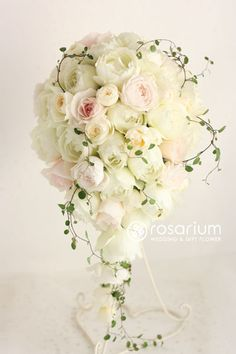 Its amazing how the variety of roses and the intertwining vine modernize this cascade