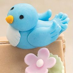 Use this Fondant Blue Bird to symbolize happiness at a shower or birthday celebration. Details like notched feathers & a cone beak make him soar! Cake Decorating Techniques, Cake Decorating Tutorials, Cookie Decorating, Bird Cakes, Cupcake Cakes, Fondant Animals, Fondant Toppers, Wilton Fondant, Fondant Bow