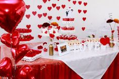 ♥♥♥  Mini wedding real da Vanessa e do Ralfe Uma história de amor que se concretizou com um mini wedding real lindo e cheio de amor! Aliás, a Vanessa deu várias dicas fundamentais para fazer o seu! http://www.casareumbarato.com.br/mini-wedding-real-vanessa-ralfe/