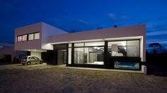 Una casa en la que el exterior es el protagonista principal 01- iluminacion.net