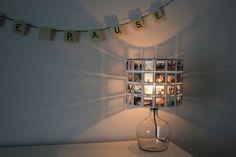 Der große kleinFORMAT Lampenschirm aus Diarahmen in Kombination mit einem modernen Glasfuß mit Textilkabel