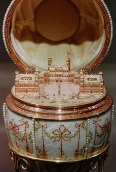 The Mysterious Fate of the Romanov Family's Prized Easter Egg Collection Sacs Louis Vuiton, Egg Pictures, Faberge Eier, Faberge Jewelry, Image Gifts, Cleveland Museum Of Art, Princess Aesthetic, Classy Aesthetic, Fantasy Jewelry