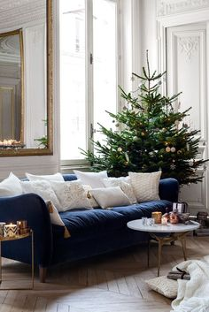 (Navy Sofa with White Pillows.  Switch from the usual white sofa with Navy pillows.) love this! - Our Guide to Holiday Home Decor