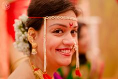 A brilliant smile! Maharashtrian Wedding! Bridal Jewelry, Makeup www.weddingstoryz.com
