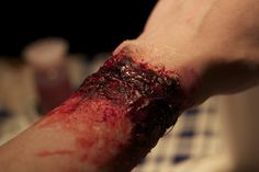 #sfx #spfx #specialfx #specialeffectsmakeup #specialfxmakeup #specialeffects #makeup #halloween #halloweenmakeup #bloody #blood #gore #reattachedhand #hand #stitches #bennye #3ddegree #reelcreations I used Alcone 3rd Degree, Reel Creations Wheel Color Palette activated with isopropyl alcohol 99% and Ben Nye Flesh Blood. Afterglowsfx83