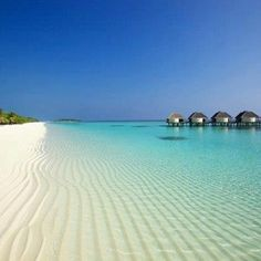 Maledives Kanuhura resort - look at that beach and sand! Beautiful Islands, Beautiful Beaches, Beautiful World, Lausanne, Bora Bora, Places To Travel, Places To See, Holidays Around The World, Journey