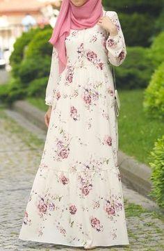 Naila Flower Pattern Dress - Dress Hijab is green - the Suhnev Abaya Fashion, Modest Fashion, Fashion Dresses, Modele Hijab, Muslim Women Fashion, Muslim Dress, Islamic Clothing, Modest Dresses, Pattern Dress