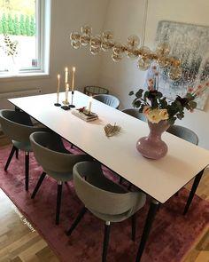 """Hesho Hama Rashid⭐️ هيشو on Instagram: """"Vill du ha en känsla av lyx och stilfullhet🙈 då är Splendor från @byrydens det självklaraste valet inom lampvärlden för dig❤️ Se den &…"""" Dinning Table, Villa, House, Furniture, Instagram, Home Decor, Decoration Home, Home, Room Decor"""