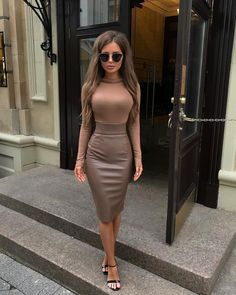 - Fashion Active - Stylish outfit ☄️ Tag someone who would love this look! Winter Fashion Outfits, Look Fashion, Fall Outfits, Autumn Fashion, Classy Outfits, Stylish Outfits, Elegantes Outfit Frau, Pencil Skirt Outfits, Pencil Skirts