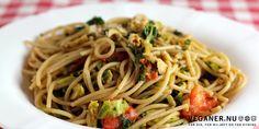 Spaghetti med rosenkål, valnødder og citron