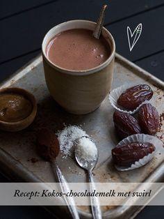 Recept: Kokos-chocolademelk met caramel swirl