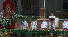 El Papa Francisco presidió esta noche la Vigilia Pascual en la Basílica de San Pedro, en la cual llamó a los fieles a entrar en el Misterio de la Pascua con humildad y de la mano de la Virgen María, siguiendo el ejemplo de las primeras discípulas de Jesús.