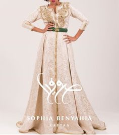"""420 mentions J'aime, 7 commentaires - Caftan Styles (@caftan_styles) sur Instagram: """"Beautiful details by @sophia_benyahia_kaftan 🎀 🎀 🎀 🎀#love this Elegant #caftan #gold #style with…"""""""