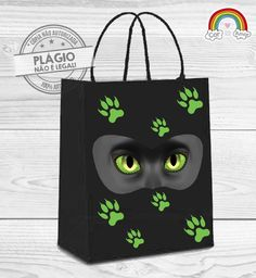 Sacola de Papel com Aplique 3D e adesivos.    Ideal para carregar guloseimas da festa. Party Favor Bags, Birthday Party Favors, Miraculous Cat Noir, Miraculous Ladybug Party, Mickey Birthday, Bday Girl, Holidays And Events, Threenager, Ladybugs