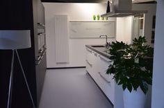 Systemat keuken AV 6022 in eiken en wit eiken gelakt, met belgisch hardsteen composiet werkblad, kookeiland met flexinductie kookplaat