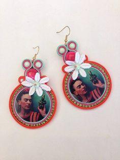 Guarda questo articolo nel mio negozio Etsy https://www.etsy.com/it/listing/462895695/omaggio-a-frida-kahlo-soutache-by-kima