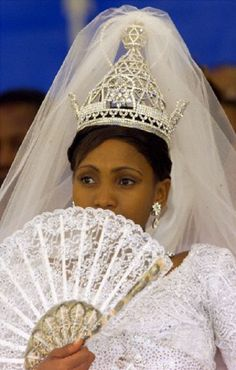 Karabo Motsoeneng, the 23-years-old wife of the Lesotho King Letsie III, wears a stunning diamond crown during the second day of their royal wedding ceremony at Lerebe, 19 Feb 2000