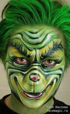 Face paint by Tanya Maslova. Amazing Halloween Makeup, Halloween Looks, Cosplay Makeup, Costume Makeup, Scary Makeup, Makeup Art, Sfx Make-up, Christmas Face Painting, Fantasy Make Up