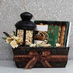 Order Yummy N Healthy Ramadan Hamper online for delivery in uae. Send Delicious Ramadan Gift Hamper to your loved ones with Ferns N Petals. Eid Hampers, Diwali Gift Hampers, Fruit Hampers, Eid Hamper Ideas, Ramadan Activities, Ramadan Crafts, Ramadan Sweets, Gifts Dubai, Mubarak Ramadan