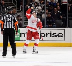 Tomas Tatar points to the sky after scoring the game winning goal against The Kings on Saturday night. HIs father had died the day before. Detroit Hockey, Hockey Teams, Hockey Players, Detroit Red Wings Game, Red Wings Hockey, Father Games, Joe Louis Arena, Steve Yzerman, Professional Soccer
