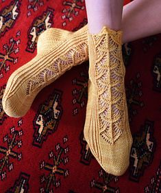 Updated, expanded, and finally back in print, this delightful new edition of Silk Road Socks features sixteen intricate patterns inspired by oriental rugs.