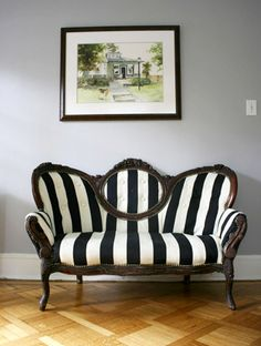 Nothing perks up an old piece of furniture quite like new upholstery. If you& looking for a chair or sofa that will make a statement, something a little out of the ordinary, take a gander at these 10 creative ways to reupholster old furniture. Victorian Couch, Antique Couch, Victorian Furniture, Old Furniture, Apartment Furniture, Furniture Makeover, Vintage Furniture, Furniture Decor, Geek Furniture