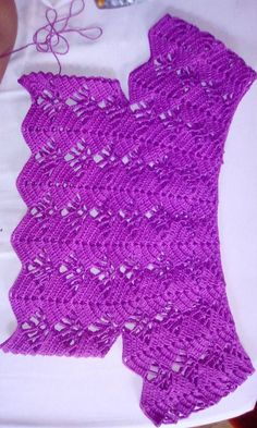 Hello crocheters, today I will share with you the free pattern of this beautiful blouse crochet. This crochet blouse is wonder.Crochet Hooks and YarnChildren blanket plaid pattern with curved columns Débardeurs Au Crochet, Crochet Baby Dress Pattern, Black Crochet Dress, Crochet Collar, Crochet Baby Clothes, Crochet Woman, Crochet Blouse, Crochet Patterns, Crochet Toddler