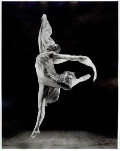 Isadora Duncan (May 27, 1877 — September 14, 1927) was a dancer, considered by many to be the creator of modern dance. Born in the United States, she lived in Western Europe and the Soviet Union from the age of 22 until her tragic death at age 50.