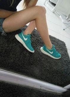 Kup mój przedmiot na #vintedpl http://www.vinted.pl/damskie-obuwie/obuwie-sportowe/14175358-buty-roshe-run-nike-mietowe