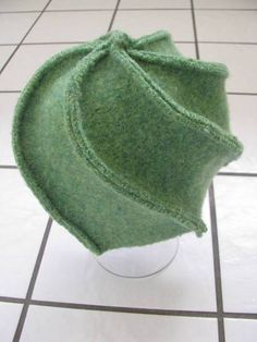 Whirling hat from a old washed wool sweater (with pattern)