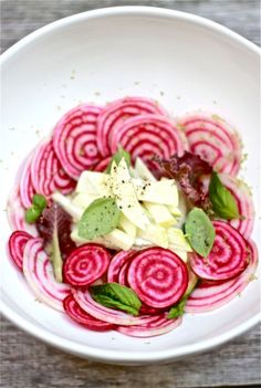 Raw Beet and Apple Salad by theclevercarrot #Salad #Beet #Apple