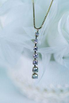 7個のダイヤモンドを繋げたペンダント。エレガントな雰囲気にうっとりです。 Jewelry, Fashion, Moda, Jewlery, Jewerly, Fashion Styles, Schmuck, Jewels, Jewelery