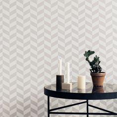 Ferm Living Angle #behang in het grijs. #Kalm en #geometrisch behang.