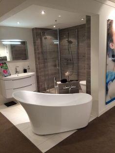 Badkamer met regendouche en luxe badmeubel: Brugman Keukens ...
