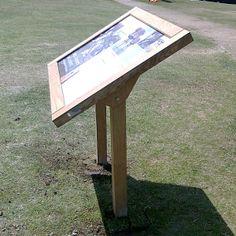 - Paneles interpretativos. Twin led wooden lectern from FWDP