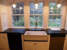 love those windows and the DEEP sink and counter space!!!! <3