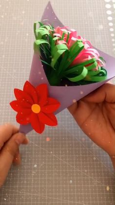 DIY Papier DIY Paper Flower Bouquet Is Posting Children's Pictures Online Dangerous? Paper Bouquet Diy, Flower Bouquet Diy, Diy Flowers, Spring Bouquet, Flower Decorations, Valentine Decorations, Valentine Crafts, Bouquet Wedding, Valentines