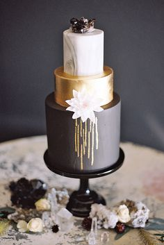 Beautiful Wedding Cakes, Gorgeous Cakes, Pretty Cakes, Amazing Cakes, Marble Cake, Bolo Fashionista, Cupcake Torte, Metallic Wedding Cakes, Gold Wedding