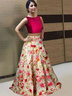 Crop Tops With Long Skirts Lehenga Indian Gowns Dresses, Indian Fashion Dresses, Indian Designer Outfits, Designer Dresses, Mode Bollywood, Bollywood Lehenga, Bollywood Party, Lehnga Dress, Lehenga Blouse