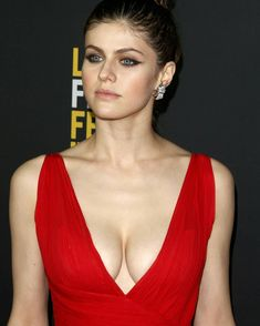 Actress Alexandra Daddario Biography in detail information with Images, age film etc. She is an American Actress who is familiar to all Beautiful Celebrities, Beautiful Women, Beautiful Eyes, Alexandra Daddario Images, Beauté Blonde, Non Blondes, Jenifer Aniston, Hollywood Actresses, Celebs