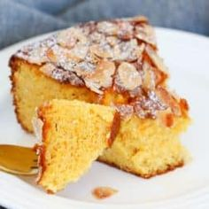 A delicious and moist flourless orange and almond cake made with whole oranges and almond meal! A simple gluten-free dessert that everyone will love. Easy Gluten Free Desserts, Gluten Free Cakes, Gluten Free Baking, Gluten Free Almond Cake, Whole Orange Cake, Orange And Almond Cake, Orange Cakes, Flourless Orange Cake, Flourless Cake